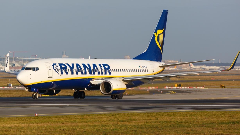 Eine Boeing 737-800 der Ryanair mit dem Kennzeichen EI-EPA startet (Symbolbild)