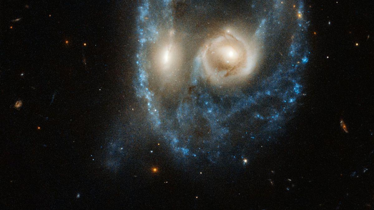 Das Weltraumteleskop Hubble hat zwei verschmelzende Galaxien fotografiert: Sie erinnern an ein schauriges Gesicht. Wie passend zu Halloween!