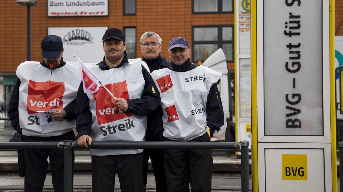 Mitarbeiter der Berliner Verkehrsbetriebe (BVG) bei einem Verdi-Streik.