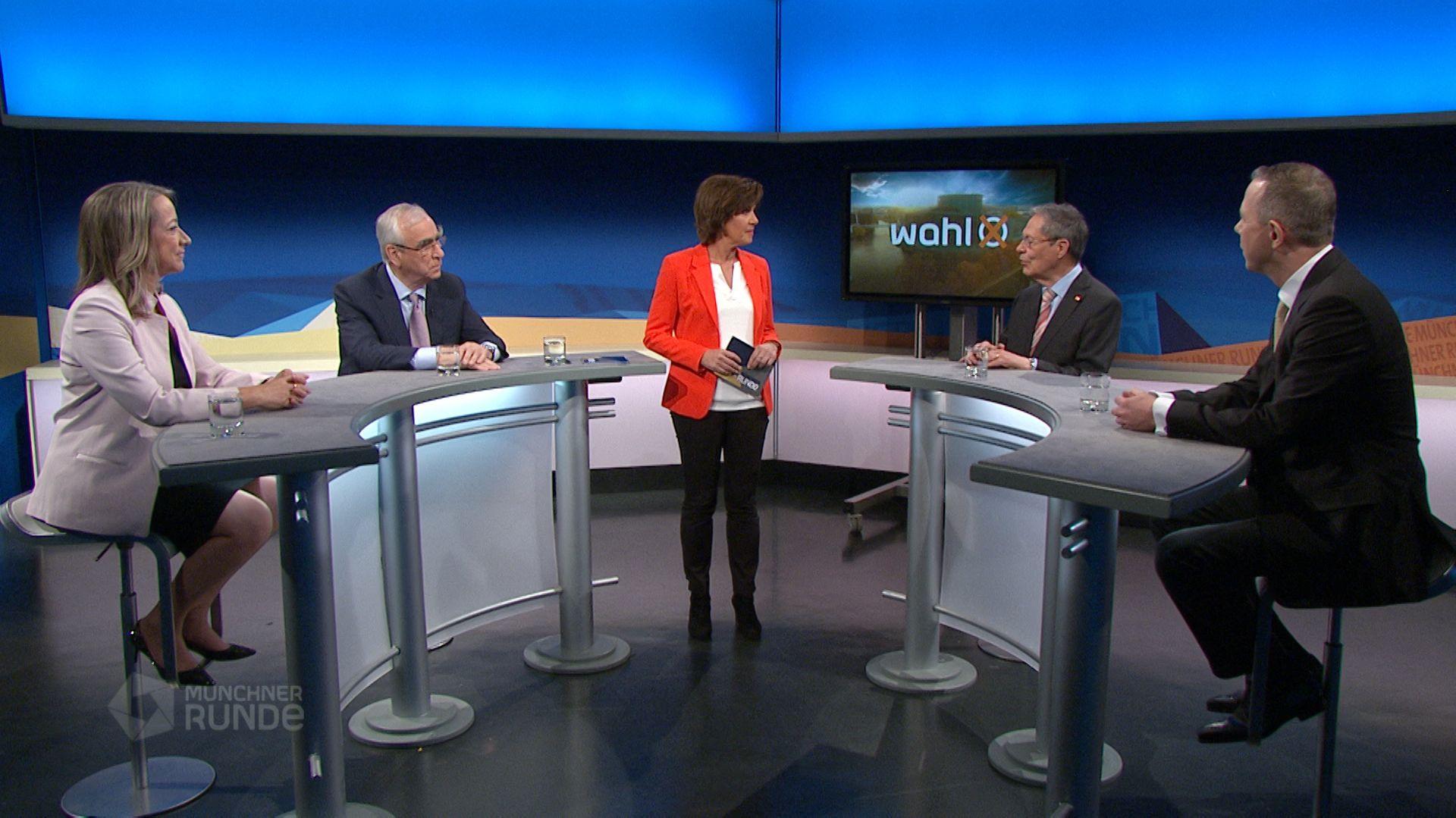 Cerstin Gammelin, Theo Waigel, Klaus Buchner und Klaus H. Goetz mit Moderatorin Ursula Heller