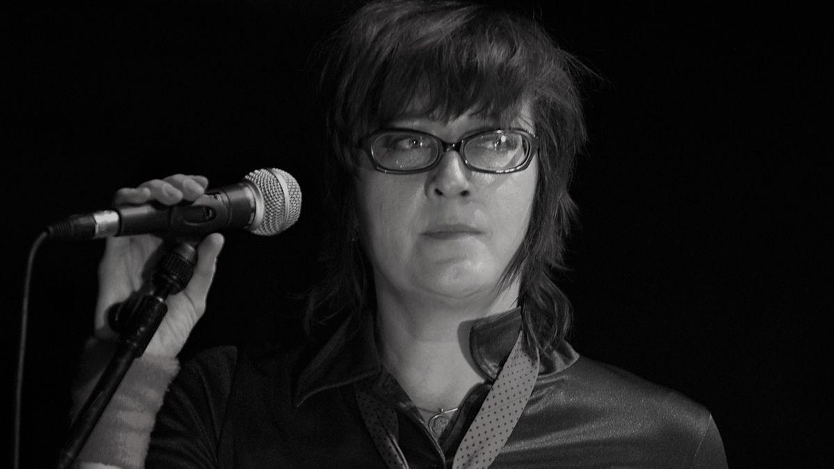 Stereo-Total-Sängerin Francoise Cactus auf der Bühne