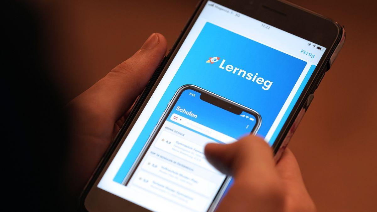 """Lehrerbewertungs-App """"Lernsieg"""" auf einem Handy"""