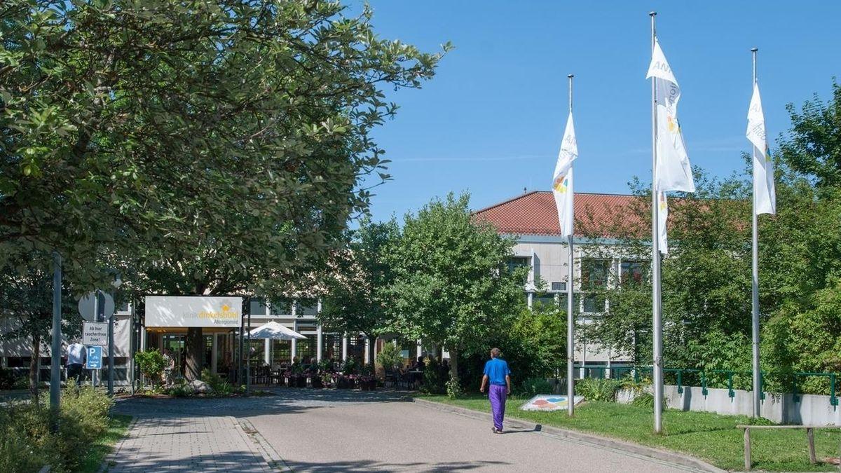 Eingangsbereich der Klinik Dinkelsbühl