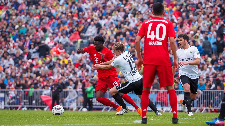 Spielszene Lindau - FC Bayern