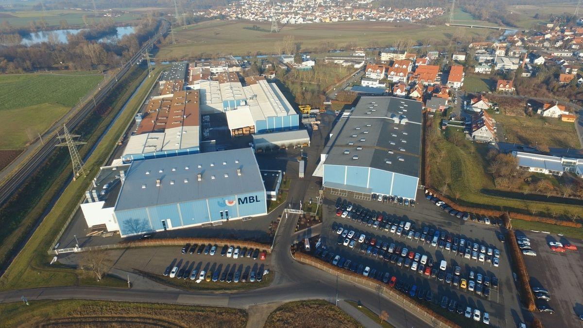 Eine Luftaufnahme des Firmengeländes von Maschinenbau Leicht in Hallstadt.