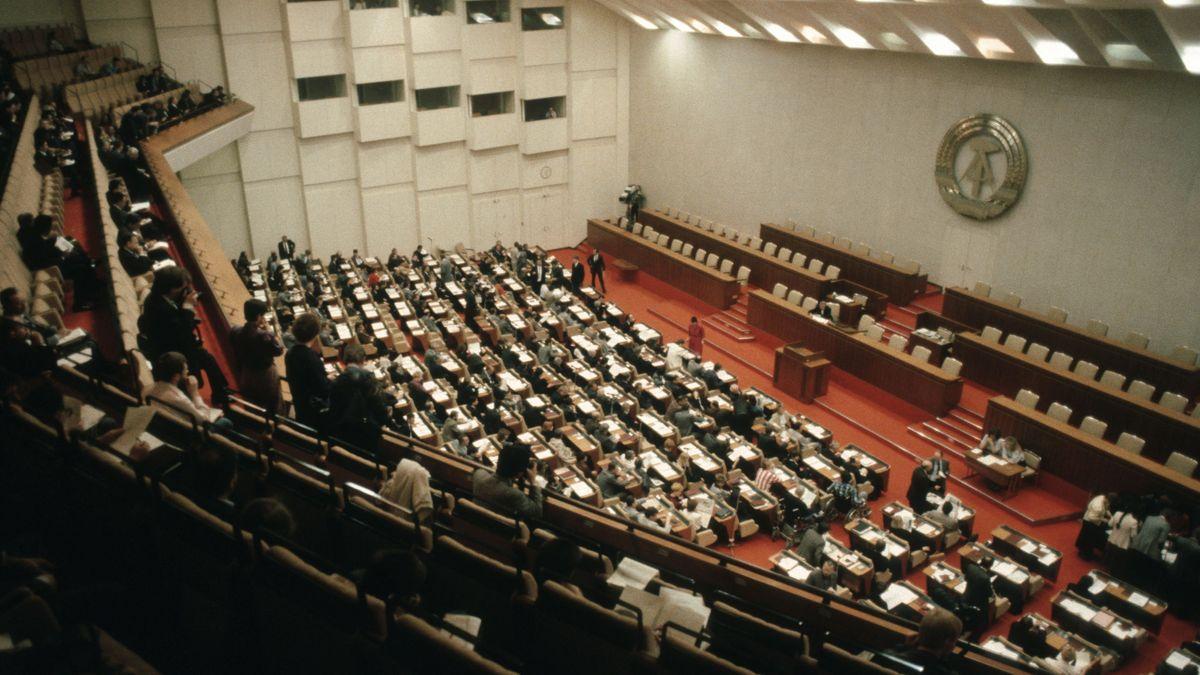 Archivbild einer Sitzung der DDR-Volkskammer im Palast der Republik, Berlin