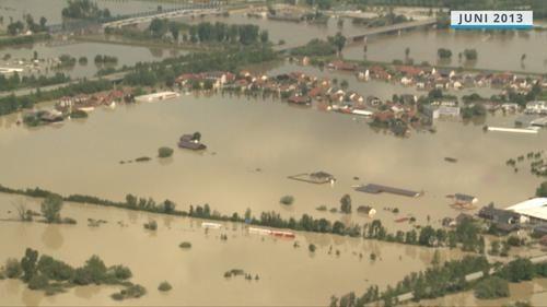 Jahrhunderthochwasser in Deggendorf 2013: Der Ortsteil Fischerdorf komplett unter Wasser.