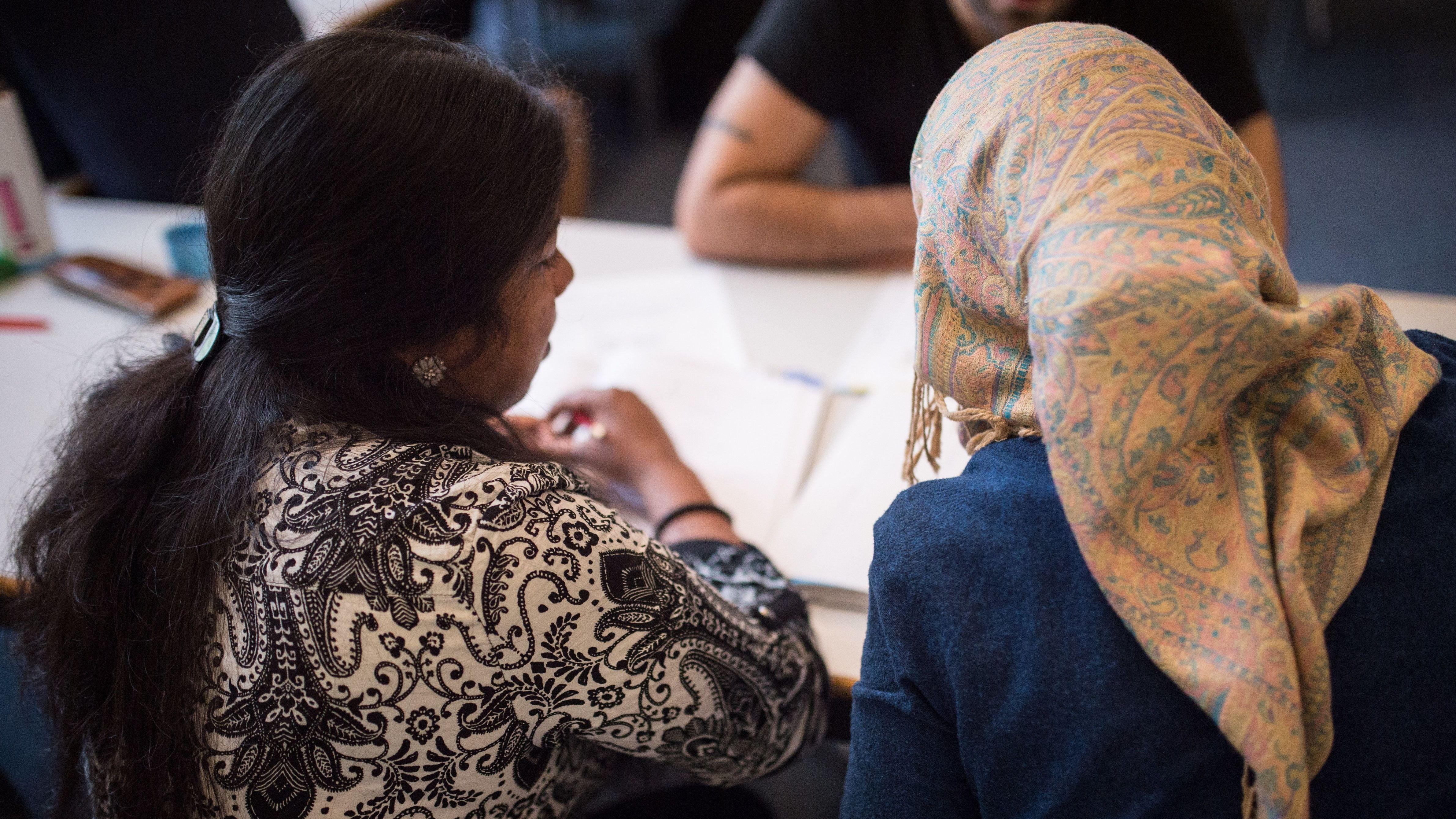Geflüchtete Frauen nehmen am Integrationskurs teil