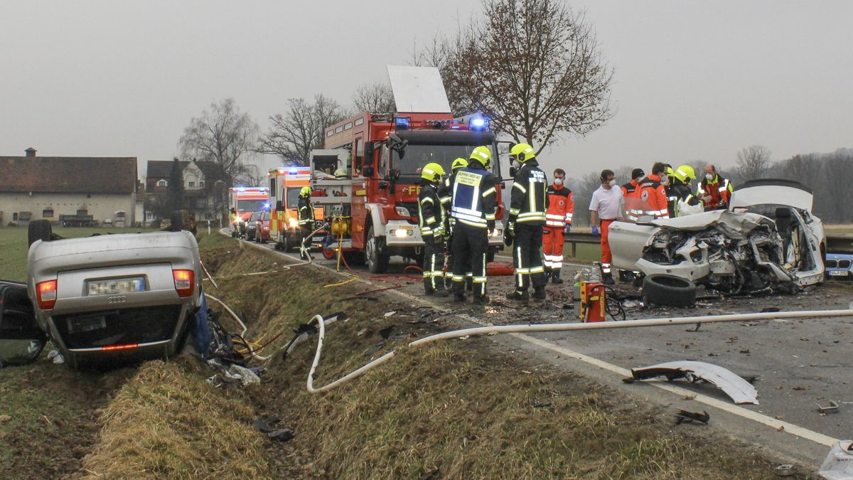 Der Verkehrsunfall bei Arnstorf im Lkr. Rottal-Inn