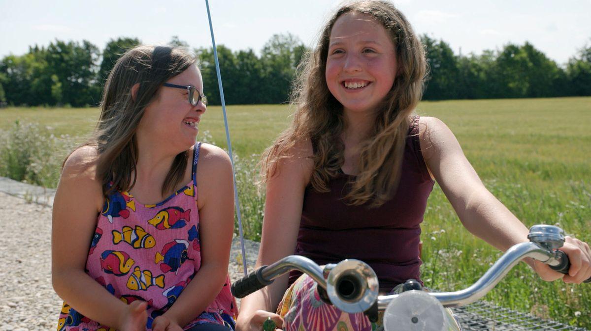 Zoe und Maya sind Zwillingsschwestern