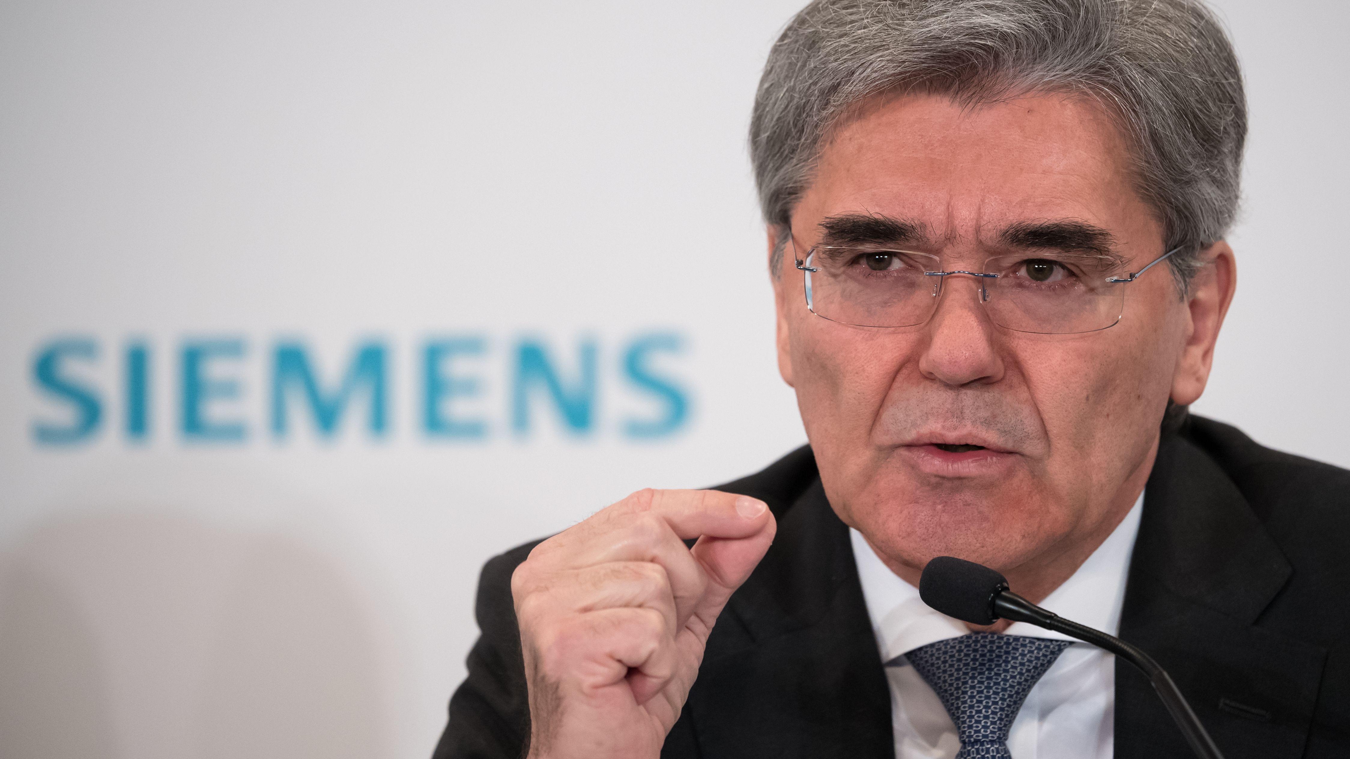 Siemens-Chef Joe Kaeser spricht auf einer Pressekonferenz