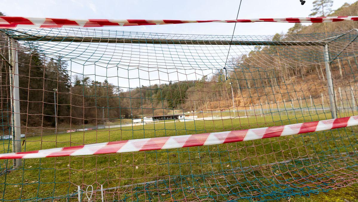 Gesperrter Fußballplatz