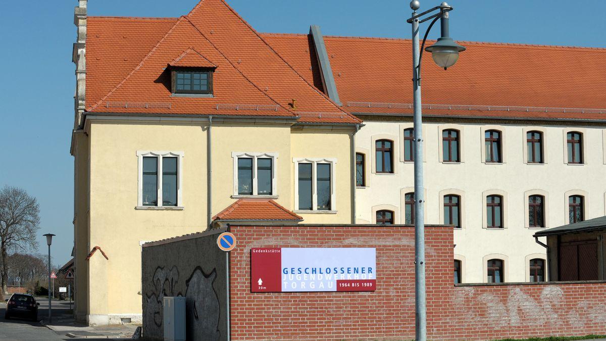 Früheres Verwaltungsgebäude des ehemaligen Jugendwerkhof in Torgau mit dem sich anschließenden Zellentrakt