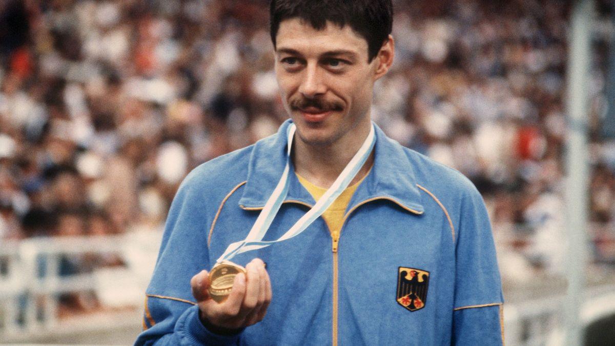 Wessinghage mit seiner Goldmedaille bei den Europameisterschaften 1982 in Athen