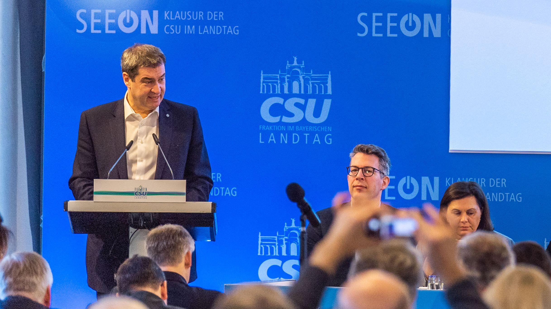 Markus Söder (CSU), Parteichef und bayerischer Ministerpräsident, hält seine Grundsatzrede vor der CSU-Landtagsfraktion im Kloster Seeon