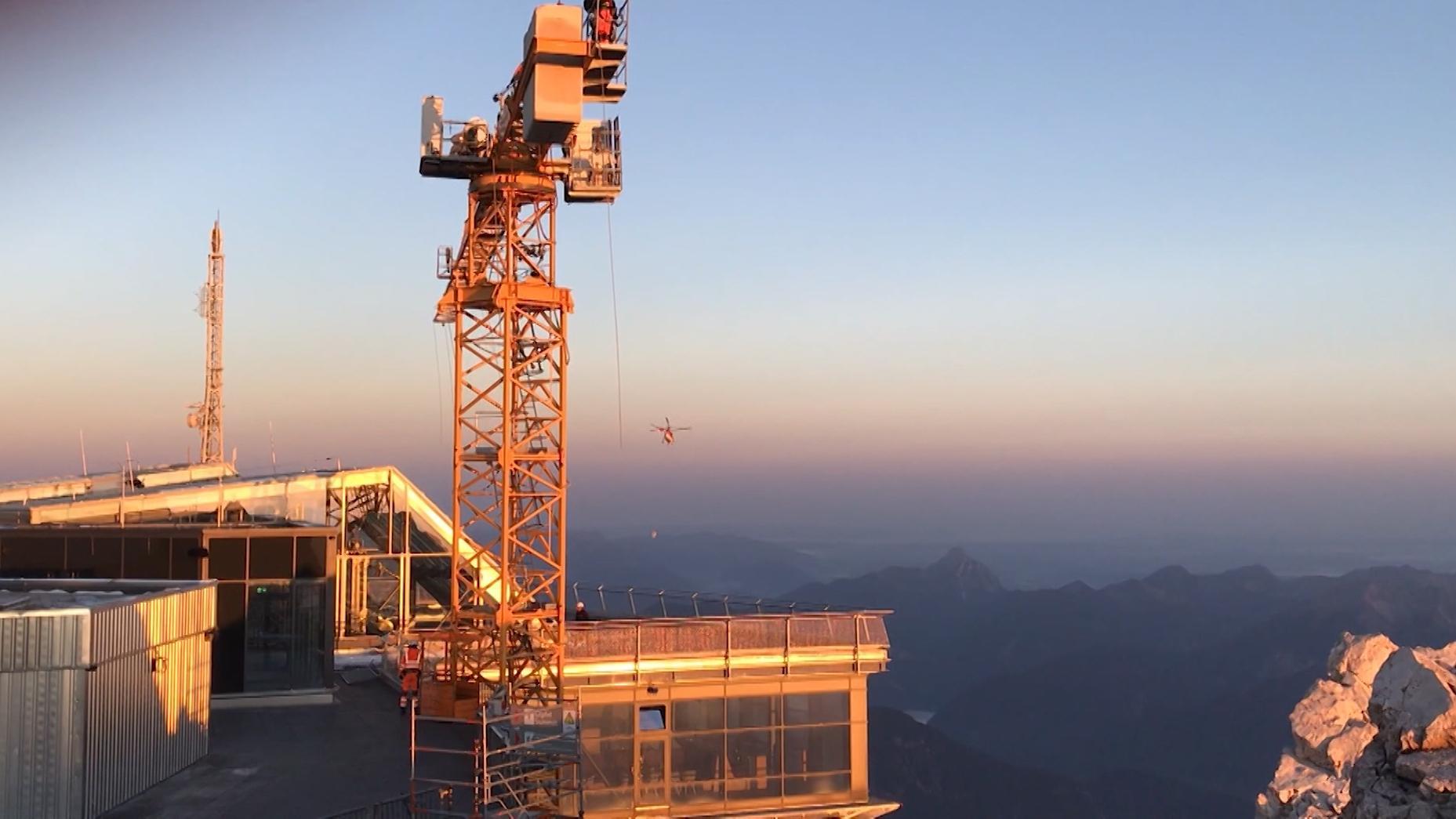 Abbau des Krans auf der Zugspitze