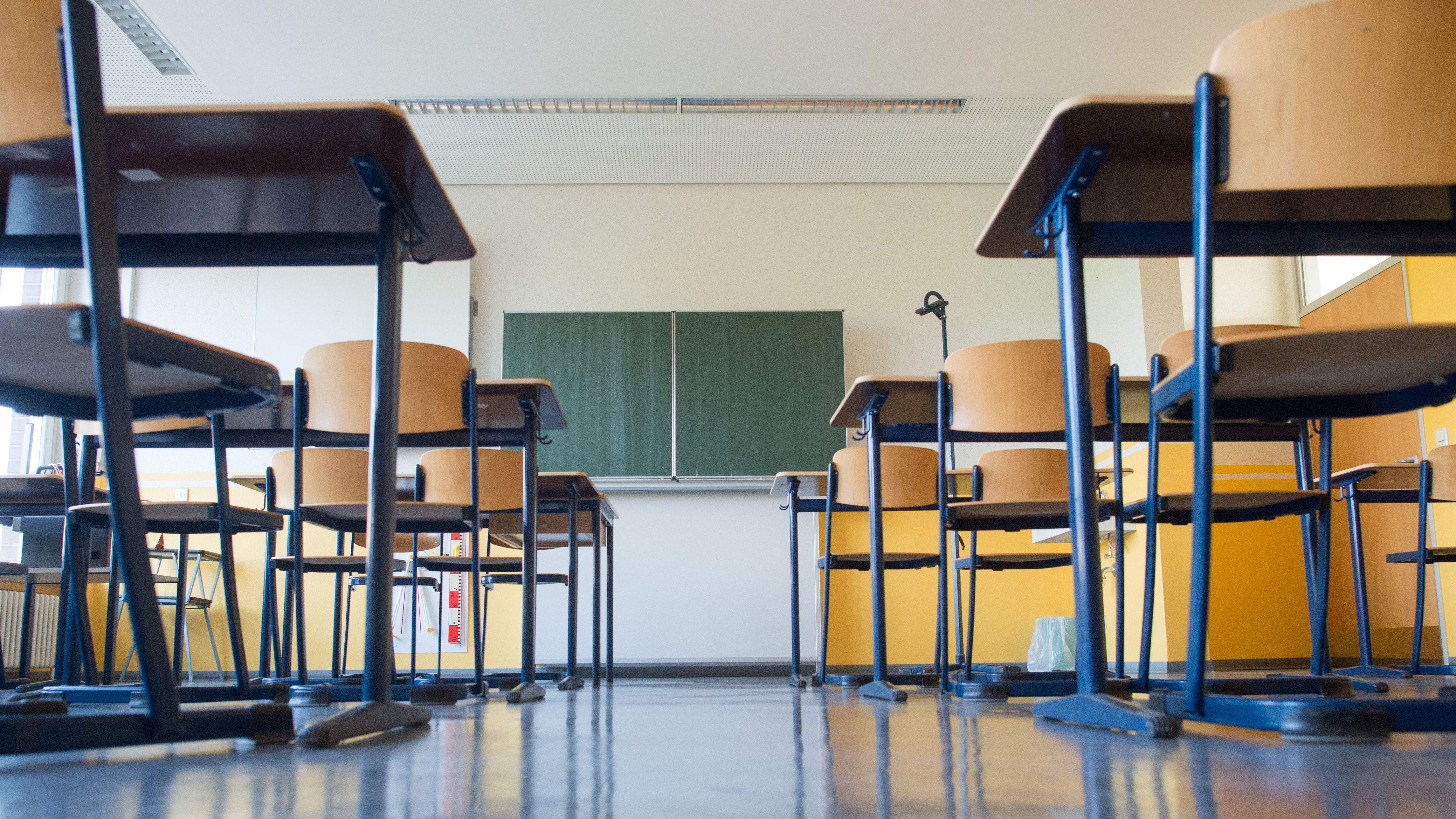 Symbolbild Lehrermangel: Leeres Klassenzimmer