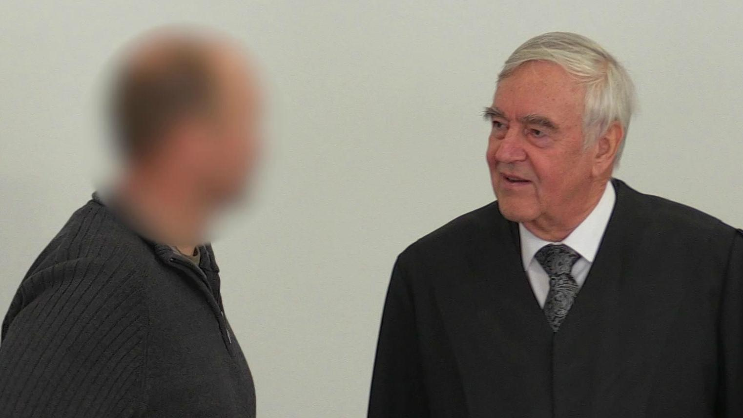 Prozess in Ansbach wegen des Verstoßes gegen das Kriegswaffenkontrollgesetz.