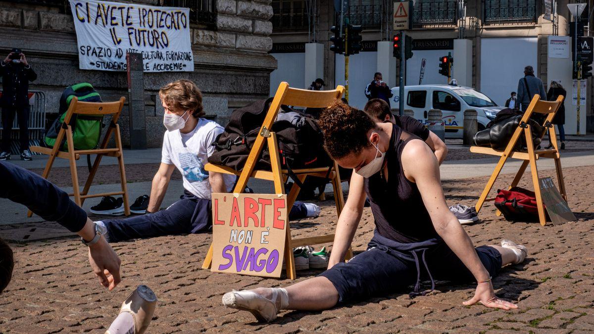Protestierende Tänzer in Italien.