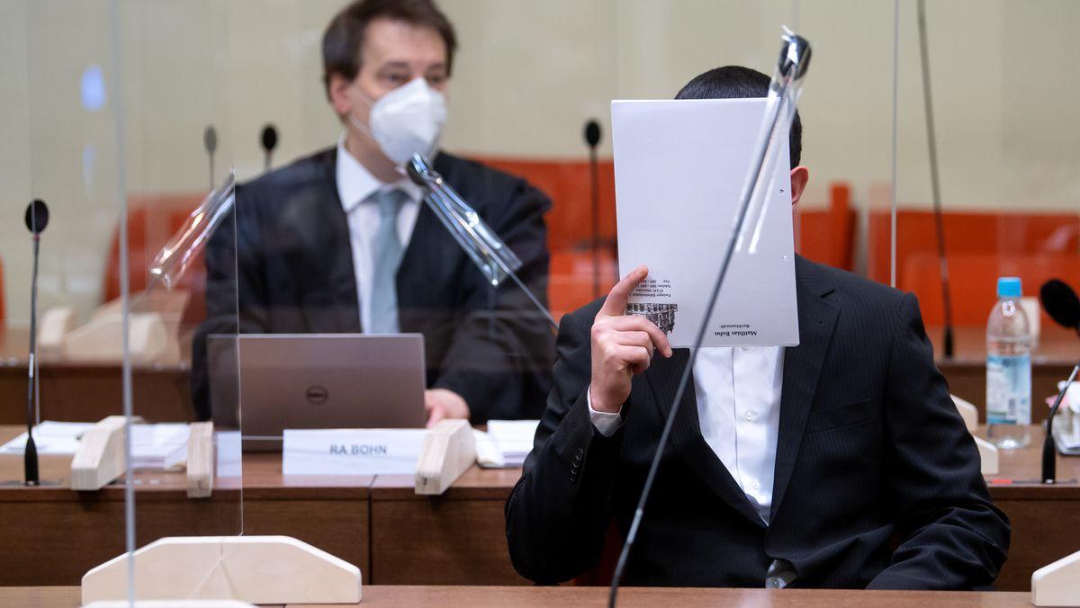 Angeklagter im Waldkraiburg-Prozess im Verhandlungssaal.