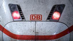Rote Rücklichter an einem ICE im Münchner Hauptbahnhof | Bild:pa / dpa / Matthias Balk