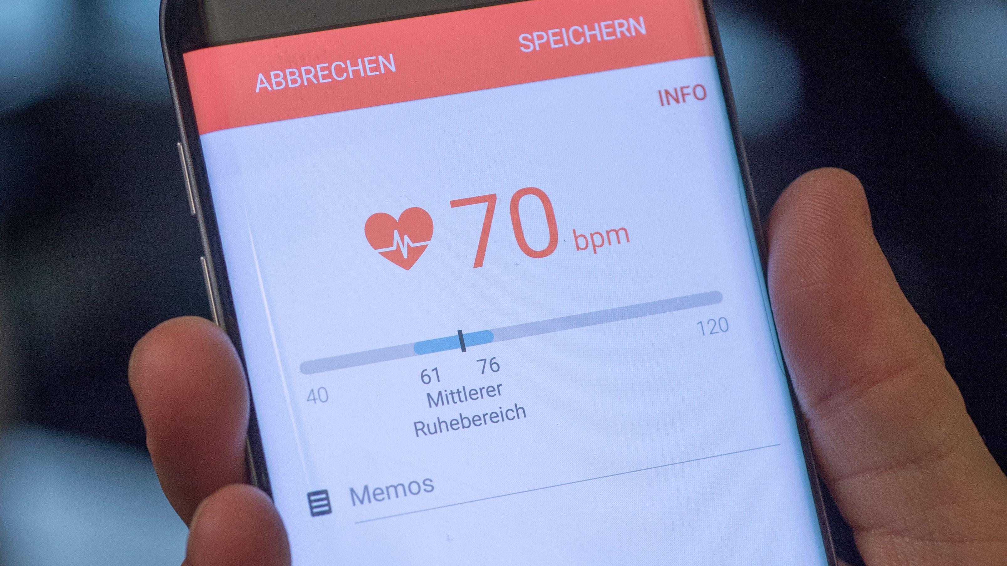 Mit ein paar Handy-Klicks ist der Blutdruck gemessen und die Werte gespeichert.