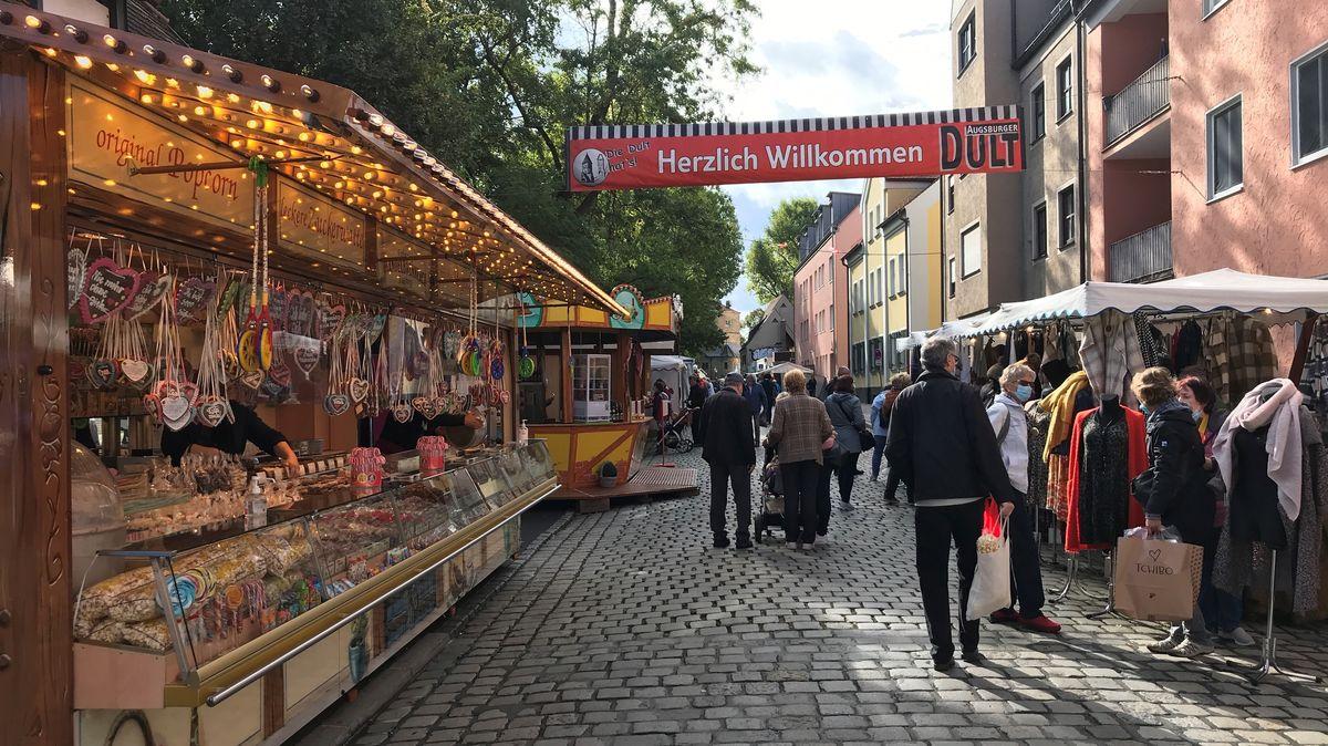 Die Augsburger Dult findet dieses Jahr wegen Corona unter strengen Auflagen statt.