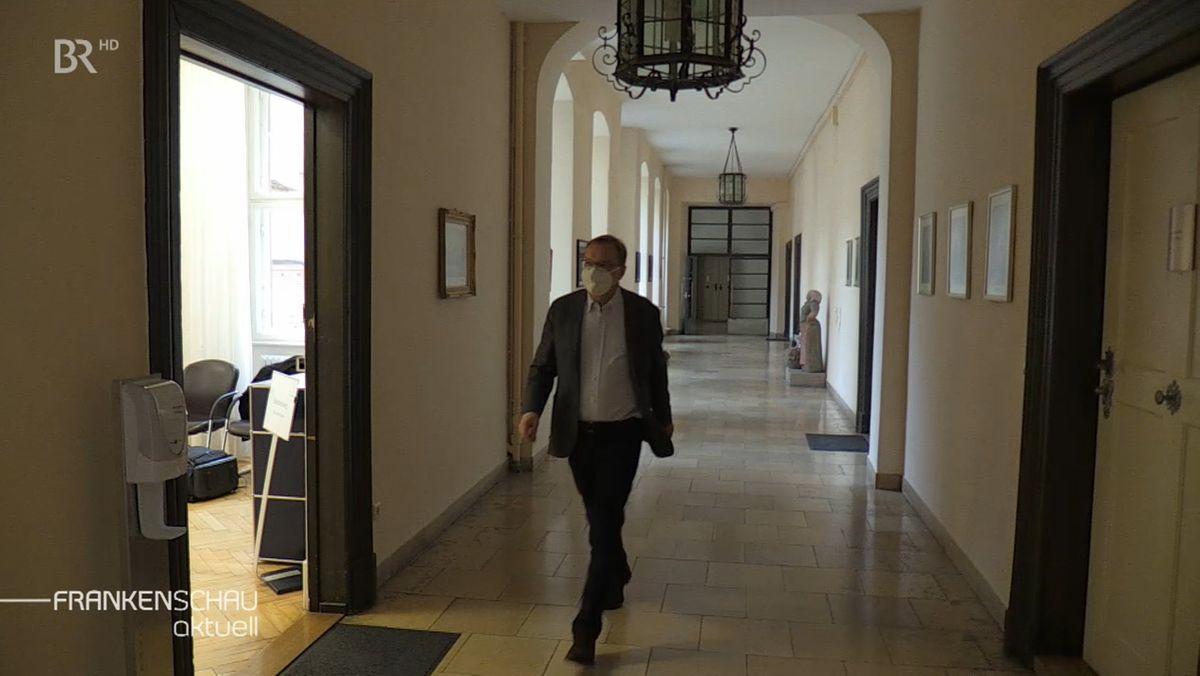 Bambergs Oberbürgermeister Andreas Starke steht in der Kritik. Es sollen unzulässige Boni an Mitarbeiter der Stadt ausgezahlt worden sein.