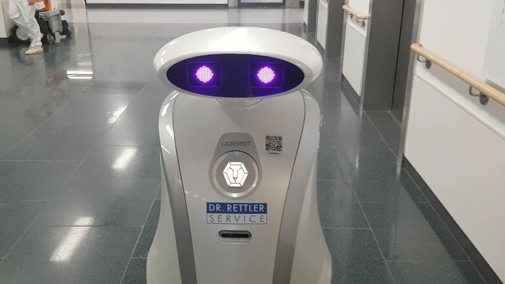 """Reinigungsroboter """"Franzi"""" putzt in der München Klinik Neuperlach"""