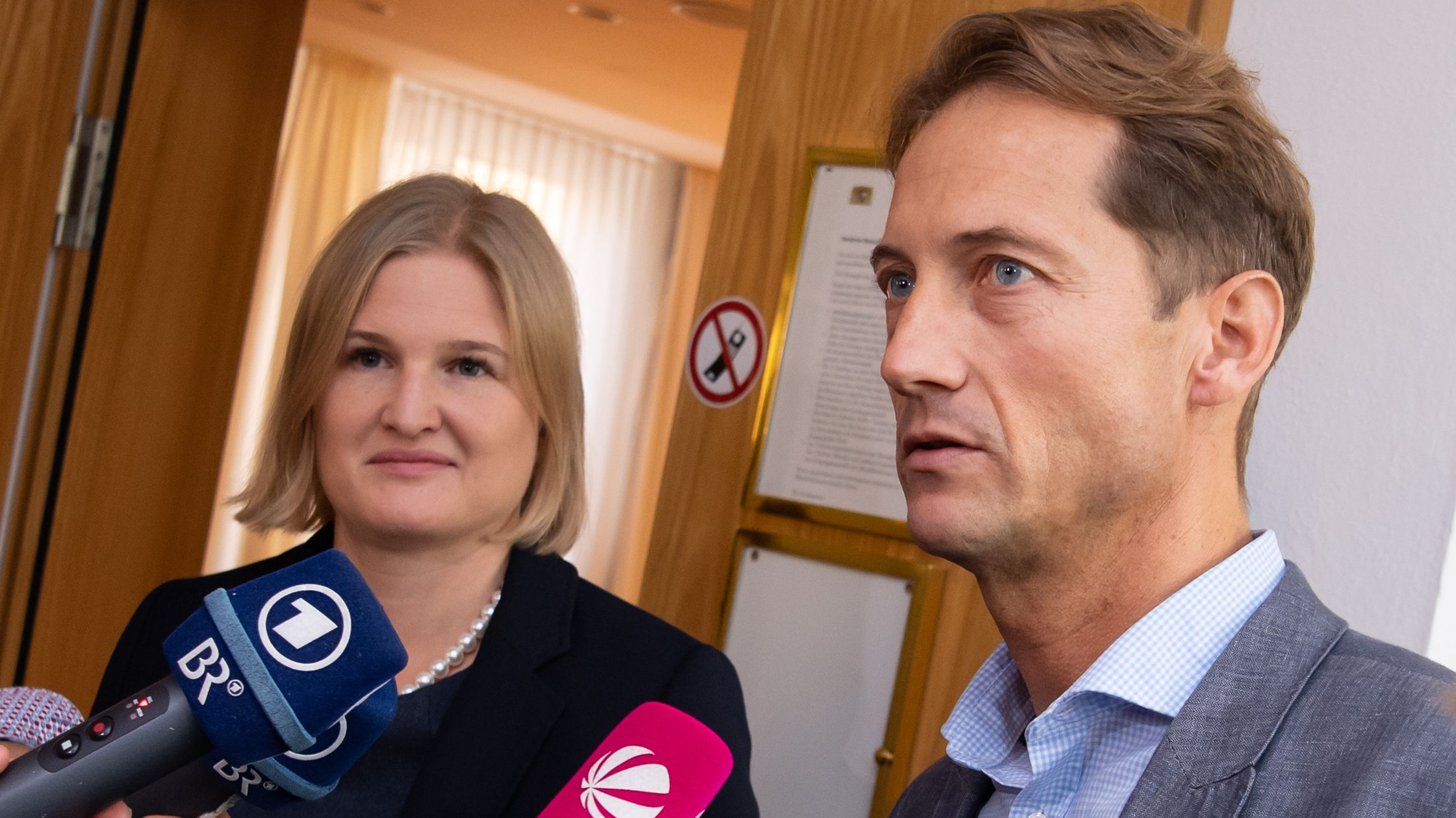 Die AfD-Fraktionschefs Katrin Ebner-Steiner (l.) und Ingo Hahn (r.) bei einer Fraktionssitzung am 27. September 2019 im Landtag