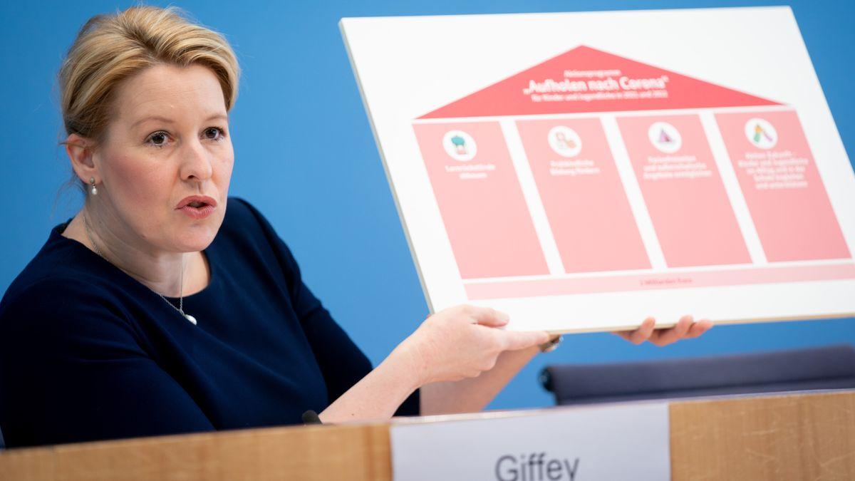 "Familienministerin Franziska Giffey präsentiert das ""Aufholprogramm"" der Regierung"