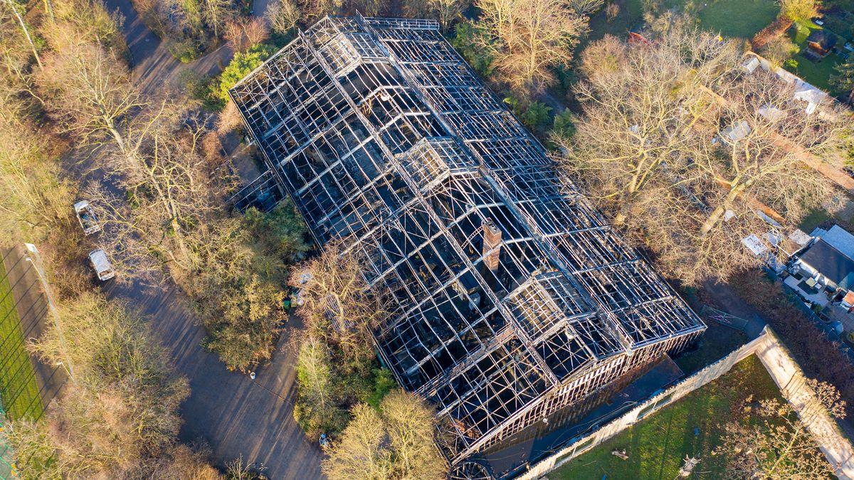 Das abgebrannte Affenhaus im Krefelder Zoo.