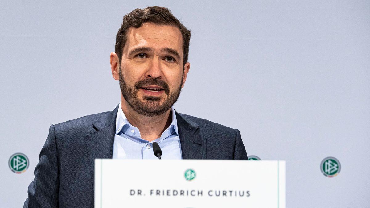 Kellers Gegenspieler, DFB-Generalsekretär Friedrich Curtius