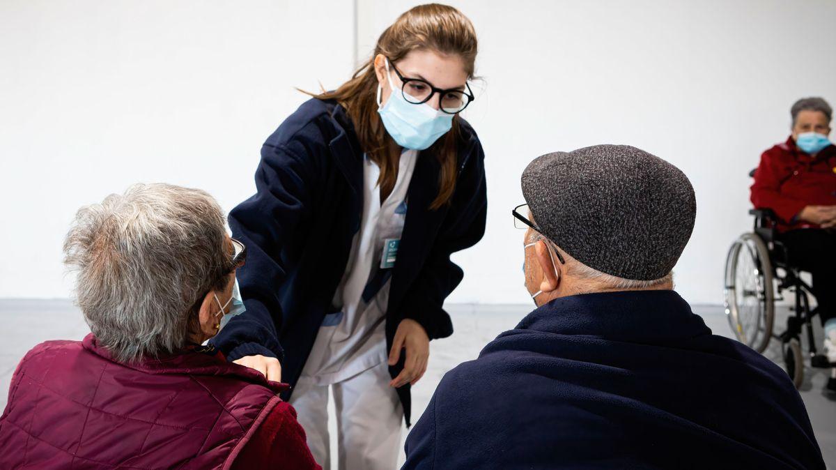 Symbolblid: Senioren in einem Impfzentrum