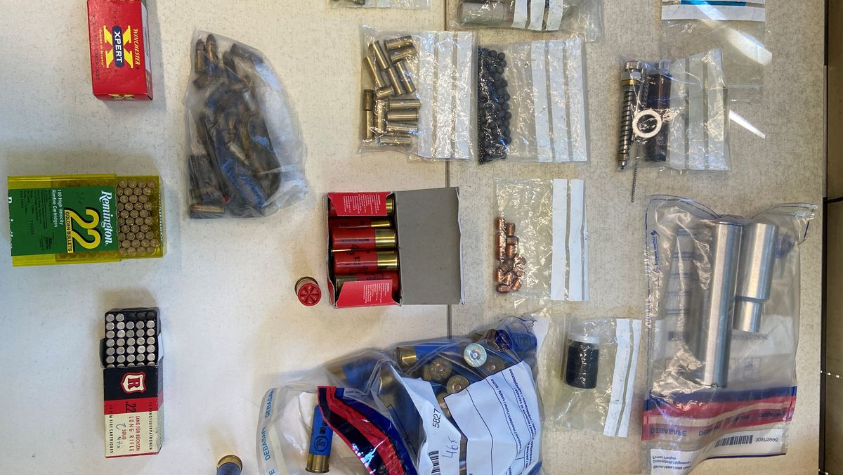 Die Beamten entdeckten auch scharfe Munition