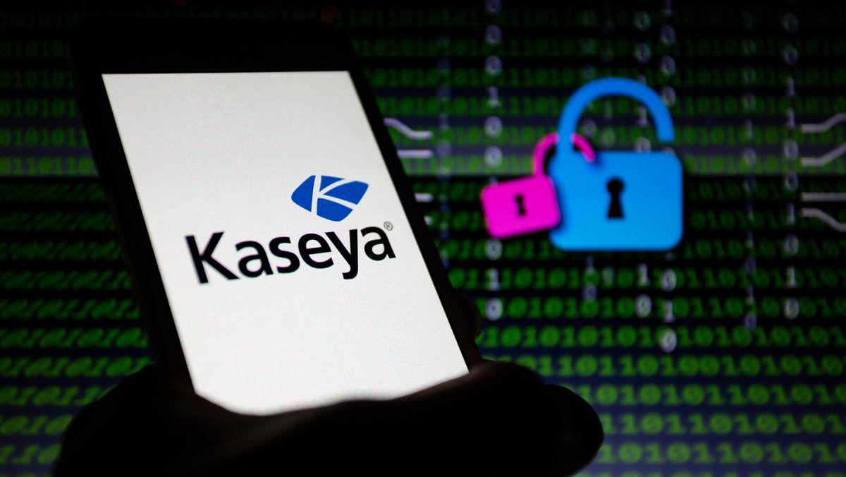 Logo des IT-Dienstleisters Kaseya auf einem Smartphone