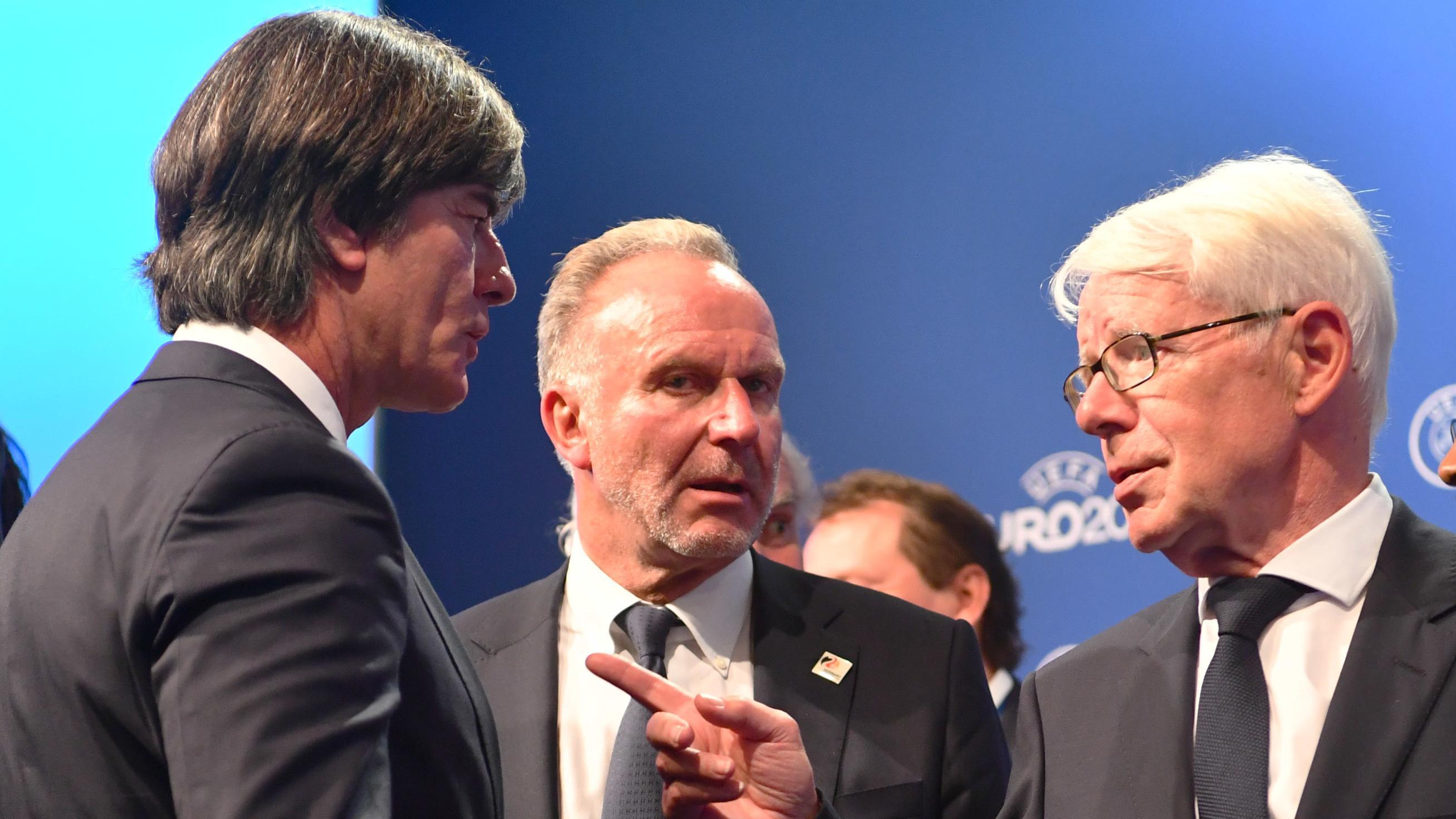 Bundestrainer Joachim Löw, FC-Bayern-Vorstandschef Karl-Heinz Rummenigge und Reinhard Rauball, Präsident der Deutschen Fußball-Liga DFL, in Nyon