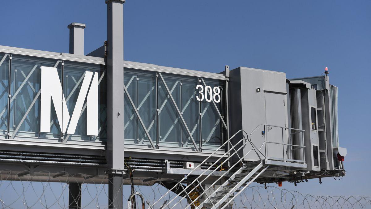 Fluggastbrücke am Flughafen München