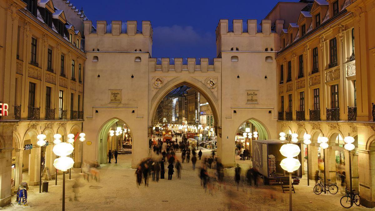 Karlstor am Münchner Stachus im Winter