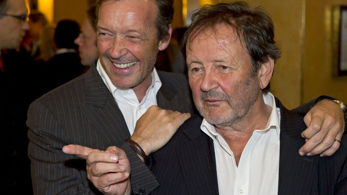 Gernot Roll (r) mit seinem Sohn, dem Schauspieler Michael Roll )l), beim Bayerischen Filmpreis 2010