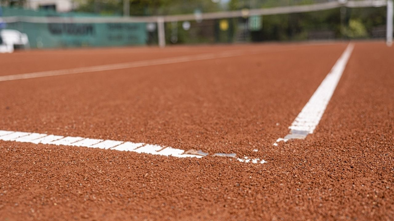 Auf den Tennisplätzen kann wieder trainiert werden.