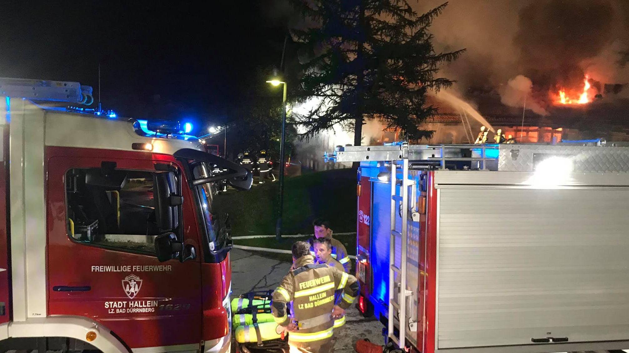 Großbrand in Berchtesgaden - die Feuerwehren löschen den Brand