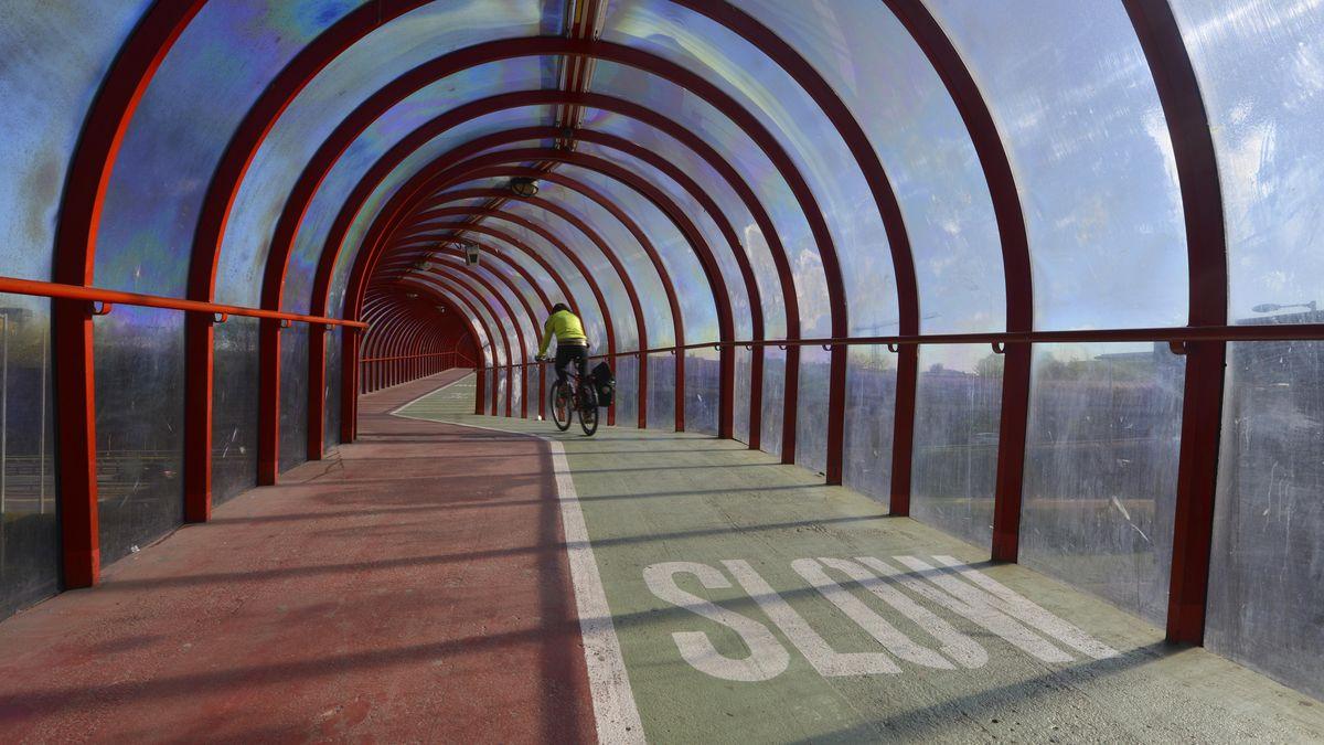 Überdachte Radstrecke bei Glasgow, Schottland