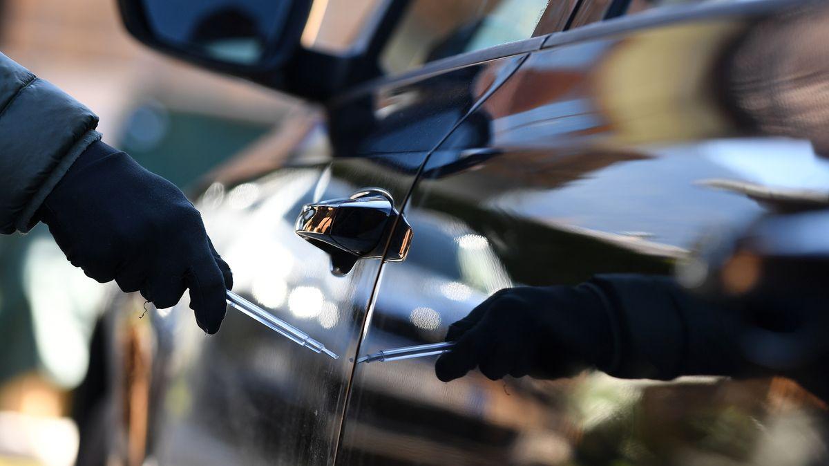 Zerkratzte Autotür - Symbolbild