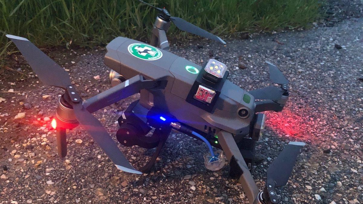 Mithilfe von Drohnen werden die Kitze im Feld gefunden - und können gerettet werden.