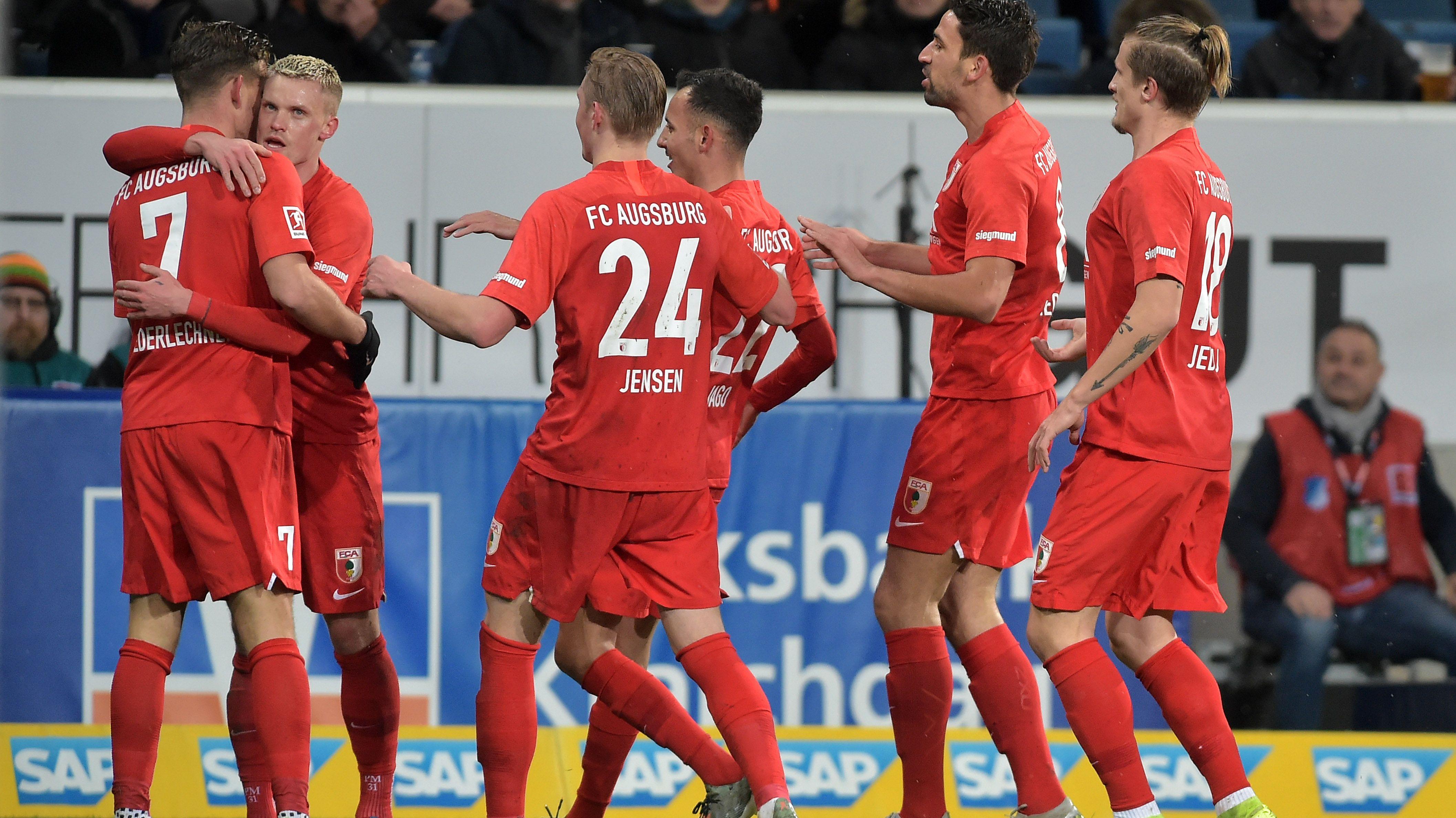Der FC Augsburg jubelt nach dem Sieg gegen Hoffenheim
