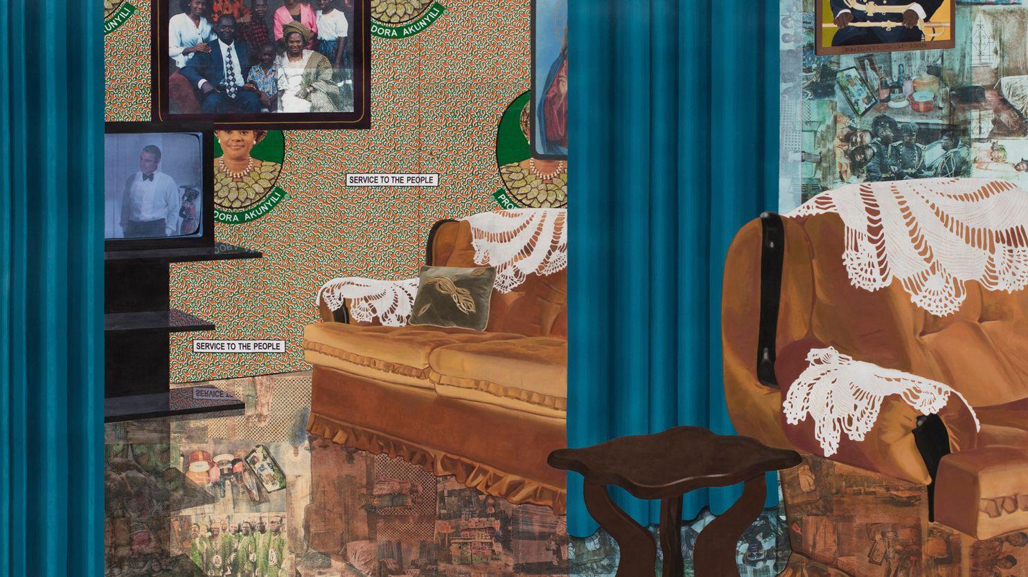 """Interieur-Gemälde mit blauem Vorhang in einem Raum und Collage-Elementen an Boden und Wand: Njideka Akunyili Crosby  Home: """"As You See Me"""" (2017)"""