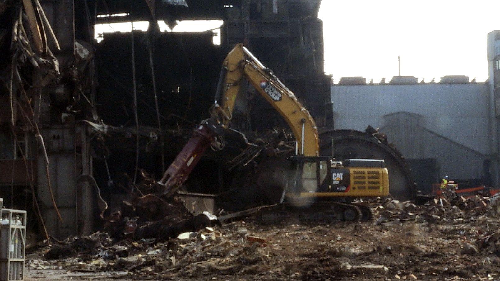 Das ehemalige OBM-Stahlwerk auf dem Gelände der Maxhütte wird abgerissen.