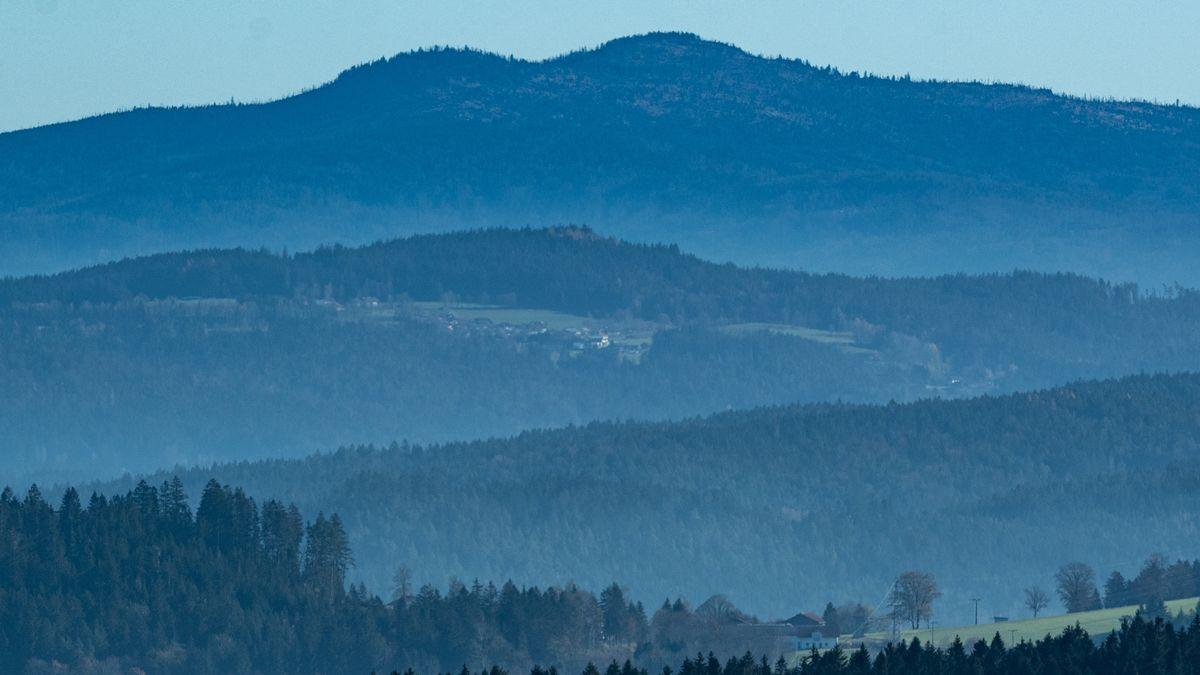 Die Landschaft des Bayerischen Waldes mit Blick auf den Großen Rachel