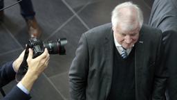 Seehofers Erklärung wird mit Spannung erwartet | Bild:picture alliance/Michael Sohn/Pool AP/dpa